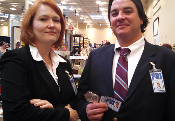 At Steel City Con in Pittsburgh, we met these cool people cosplaying as Scully and Mulder from the X-Files, which was awesome since we'd just seen the X-Files : Fight the Future movie.